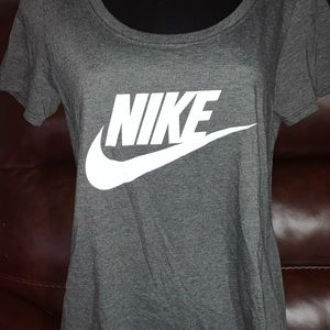 Women cute Nike loose fit crew neck shirt